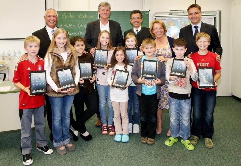 HOHENAU-Schule erhält tablets für den Unterricht