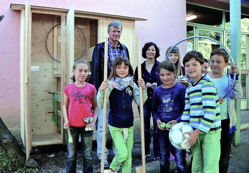 der neue Geräteschrank auf dem Pausenhof der HOHENAU-Schule