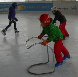 Erste Schritte auf dem Eis
