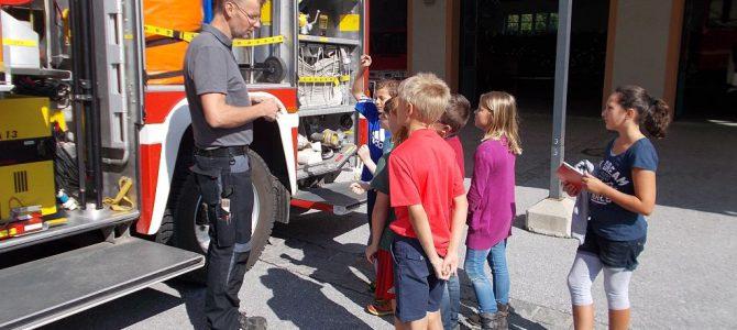 Im Feuerwehrauto zur Schule