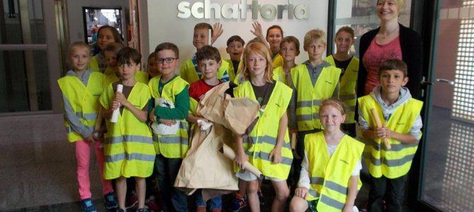 Neubeurer Grundschüler bei Schattdecor